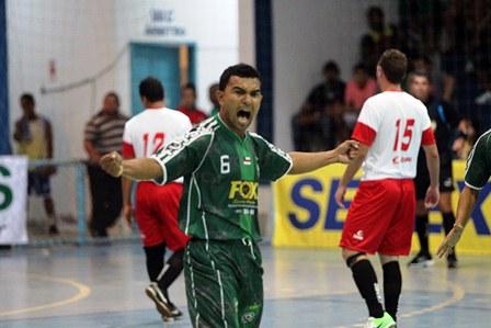 Thiago comemora um dos gols do Abílio Nery (crédito: Zerosa Filho/CBFS)